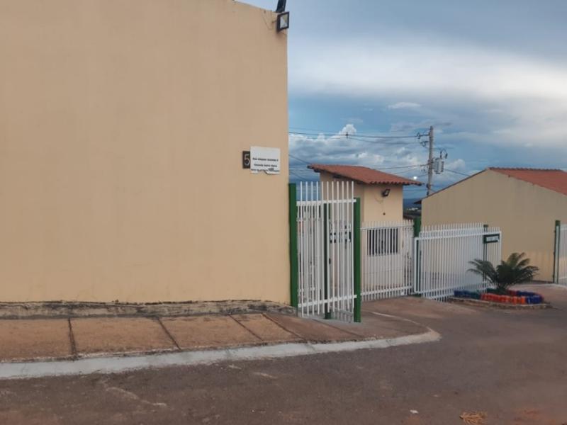 2640 - Casa, Residencial, 2 dormitório(s), 1 vaga(s) de garagem